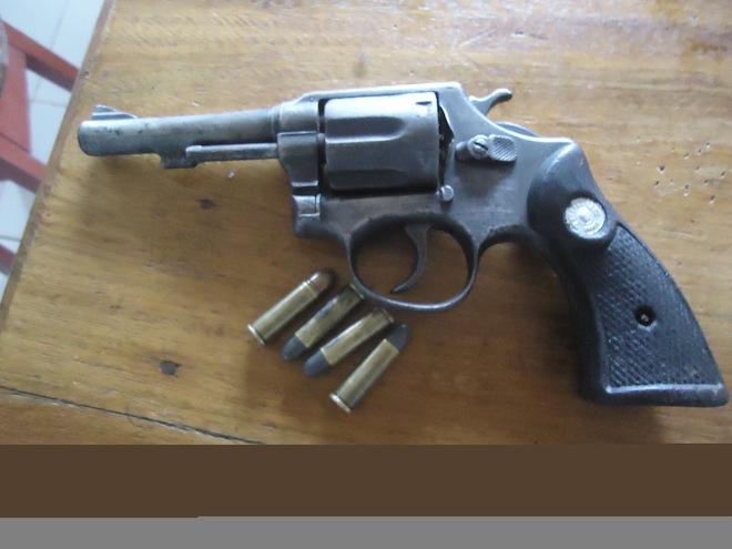 Revolver de grosso calibre e municiada foi adquirida no lado peruano