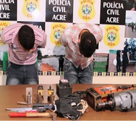 No dia oito de agosto os quadrilheiros entraram num posto de combustíveis da Vila Acre, renderam funcionários e clientes, com intenção de roubar um caixa eletrônico.