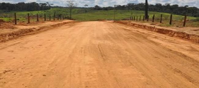 Prefeito de Brasiléia entrega ramal do Porto Carlos com 22 km de melhoramento