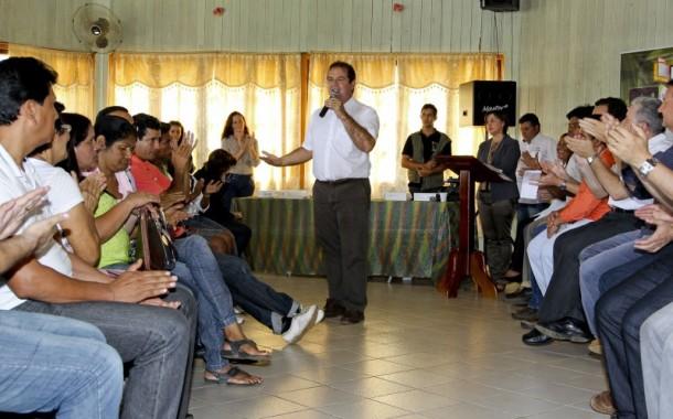 Governador entregou 131 tablets para professores de Epitaciolândia e Brasileia (Foto: Gleilson Miranda/Secom)