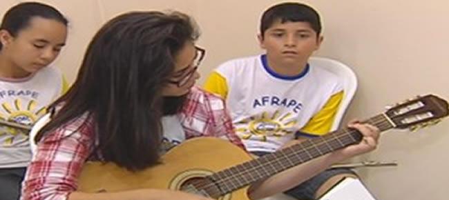 Aulas de violão vão ser ministradas entre 18 e 22 de novembro (Foto: reprodução/TV Tem)