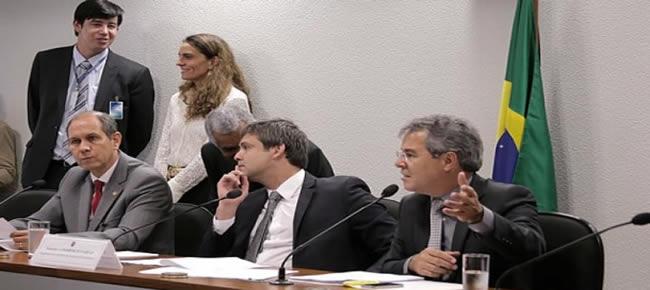 Senadores Aníbal Diniz e Jorge Viana se empenharam na aprovação do crédito para financiamento junto ao Senado (Foto: Assessoria)