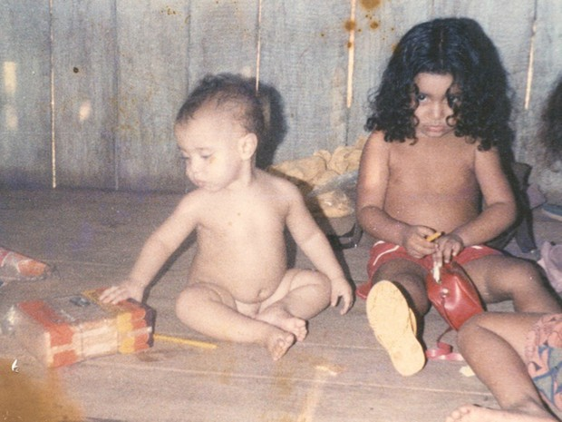Elenira (esq.) e o irmão Sandino ainda crianças em Xapuri (AC) (Foto: (Arquivo de família))