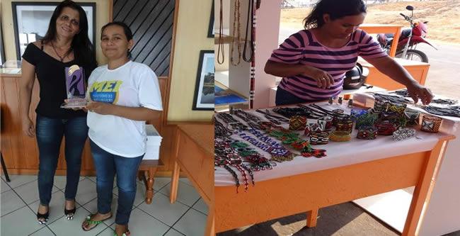 Dalva vende os produtos que ela e as outras indígenas fabricam (Foto: Arquivo pessoal)