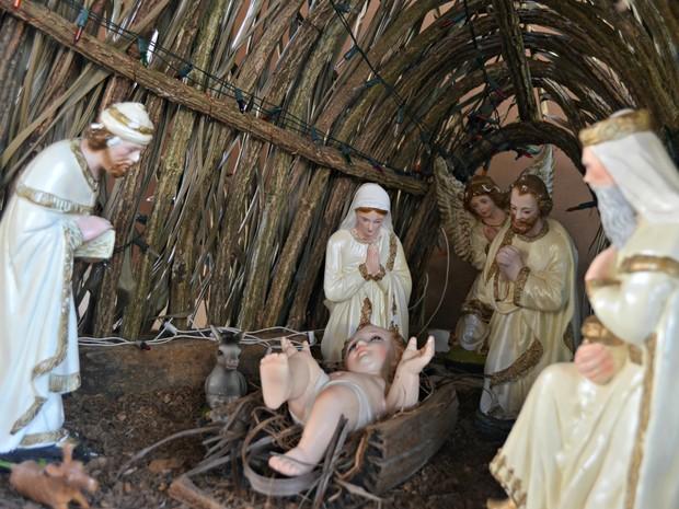 Padre Jairo afirma que a festa natalina só tem sentido se Jesus Cristo for lembrado (Foto: Caio Fulgêncio/G1)