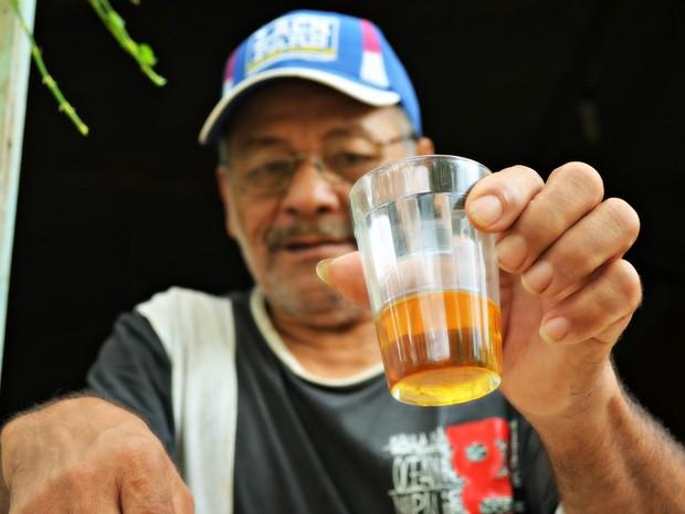 Óleo da Copaíba é remédio mais utilizado e receitado por 'curandeiro' (Foto: Rayssa Natani/ G1)