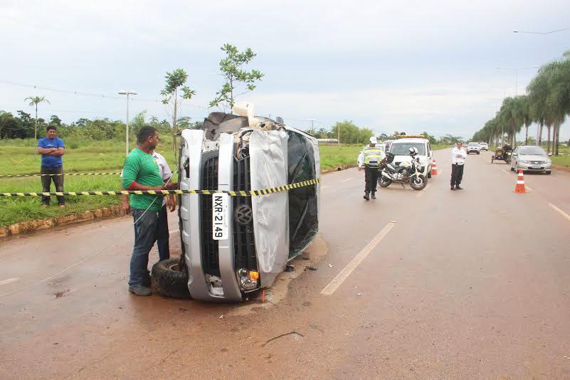 A vítima não sofreu ferimentos. Segundo informações, sua carteira de habilitação estava vencida/Foto: Selmo Melo/Agência ContilNet