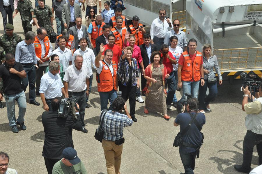 Dilma é recebida pelo governador Tião Viana e demais autoridades/Foto: Selmo Melo/Agência COntilNet