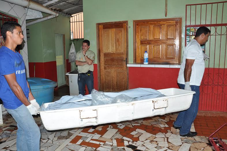 Vítima retirava objetos da casa quando foi eletrocutada/Foto: Selmo Melo