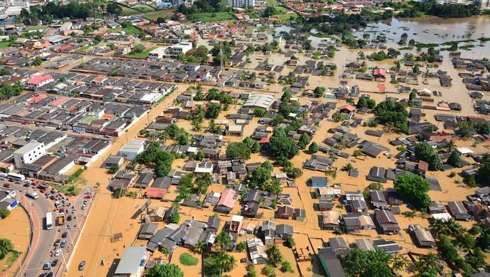 Cheia do rio Acre atinge mais de 70 mil pessoas em Rio Branco (Foto: Assis Lima/Assessoria PMRB)
